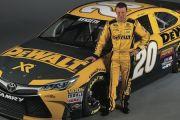 Peak Auto to Sponsor Matt Kenseth and Daniel Suarez